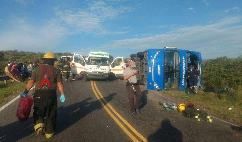 Cuatro heridos graves tras el vuelco de un colectivo en las Altas Cumbres
