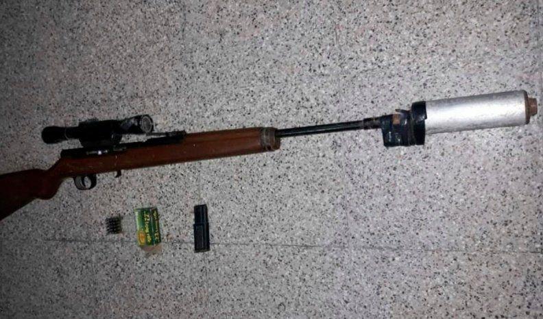 En dos procedimientos, secuestraron armas y objetos robados