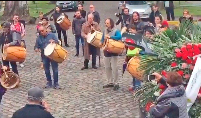 Con bombos y danzas, despidieron los restos de Vitillo Ábalos