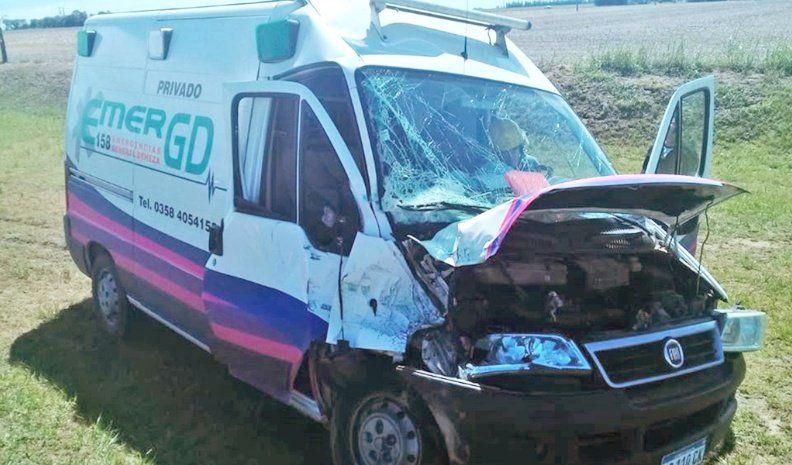 Chocó una ambulancia de Deheza con el carro que tiraba un tractor