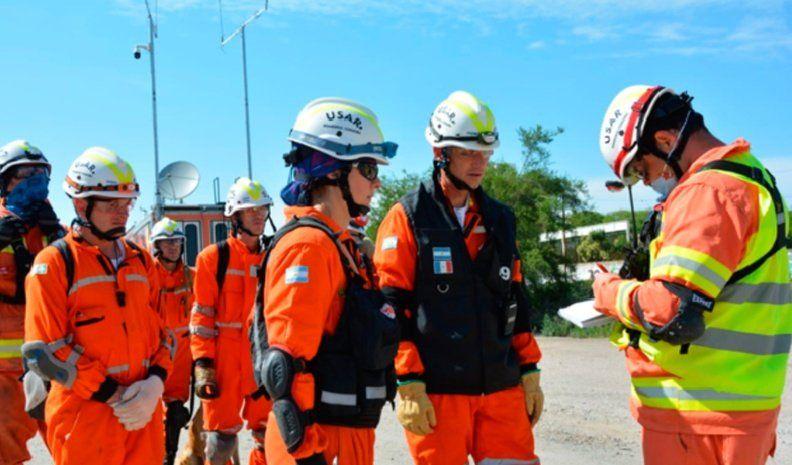 """Bomberos de la región, en la primera  brigada de rescatistas """"USAR"""" del país"""