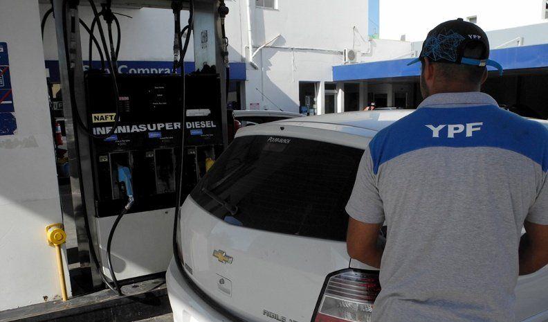 El gobierno alclaró que no está confirmado el aumento de las naftas