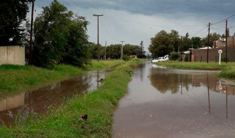 Huinca: llovió más de 75 mm  en una hora y hubo anegamiento de calles y varias viviendas