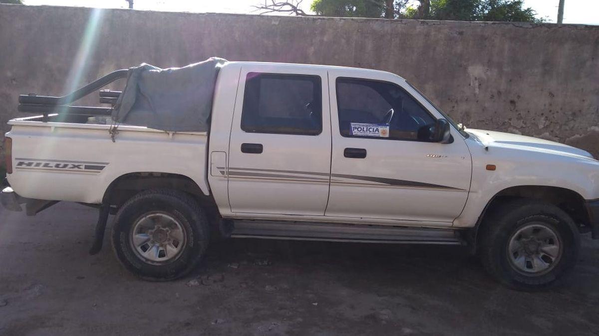 La Policía secuestró la camioneta en la que se habrían movilizado.