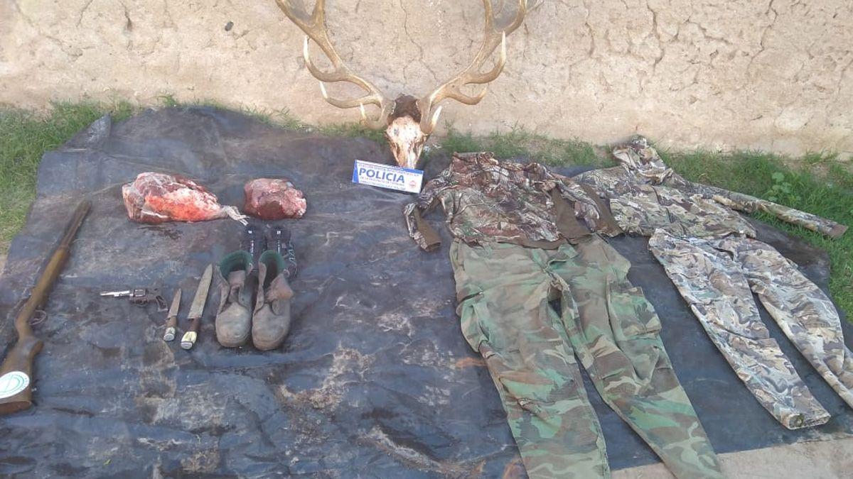 A los detenidos le secuestraron elementos probatorios en Huinca Renancó.