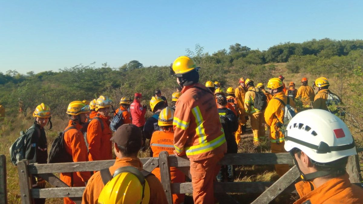 Hasta 80 bomberos llegaron a participar de los rastrillajes.