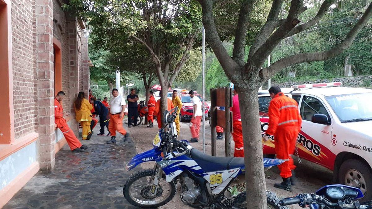 El fin de semana llegaron a estar abocados 80 personas al operativo.