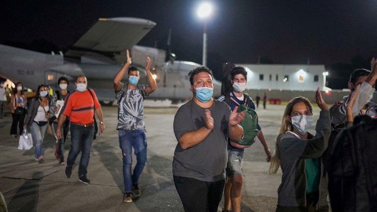 Por el momento se suspende el regreso a la Argentina de las personas varadas en el exterior.