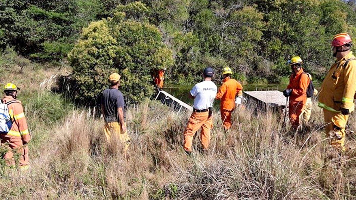 En la búsqueda continúa personal de Bomberos y de la Policía de Alpa Corral.