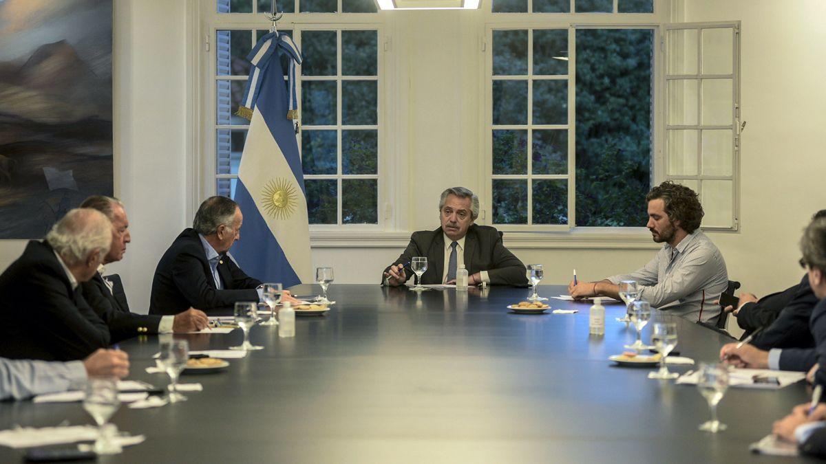 Fernández reconoció y agradeció a la UIA su aporte.