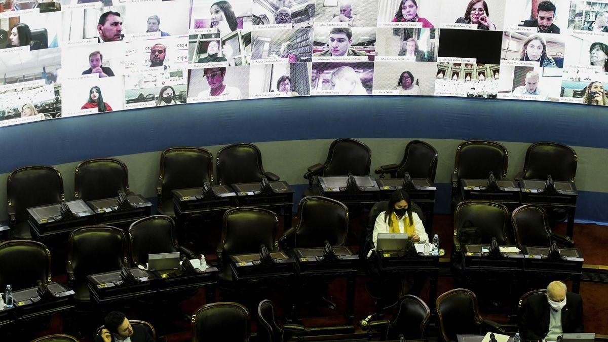 En Diputados hubo 40 legisladores legisladores y otros 200 por videoconferencia.