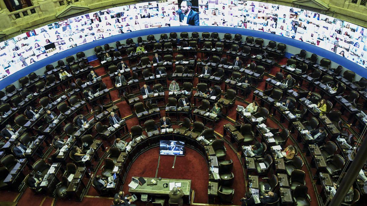 Diputados aprobaron proyectos con beneficios para trabajadores de la salud.