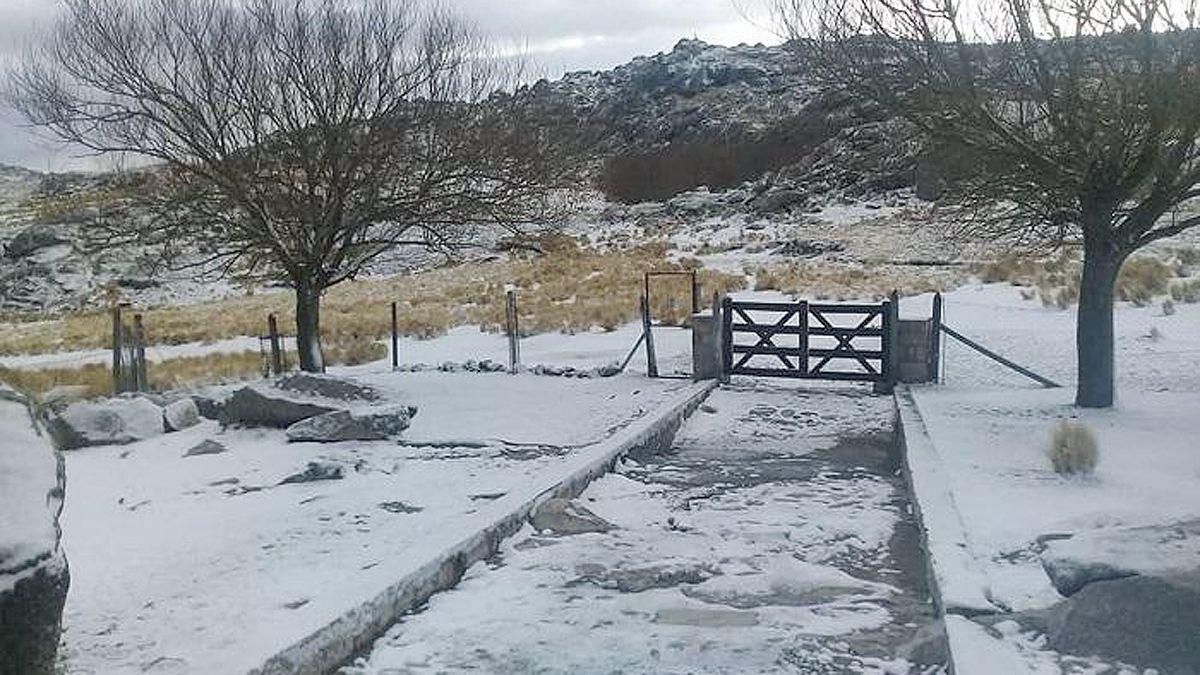 El cerro Champaquí recibió la primera nevada del año esta madrugada.