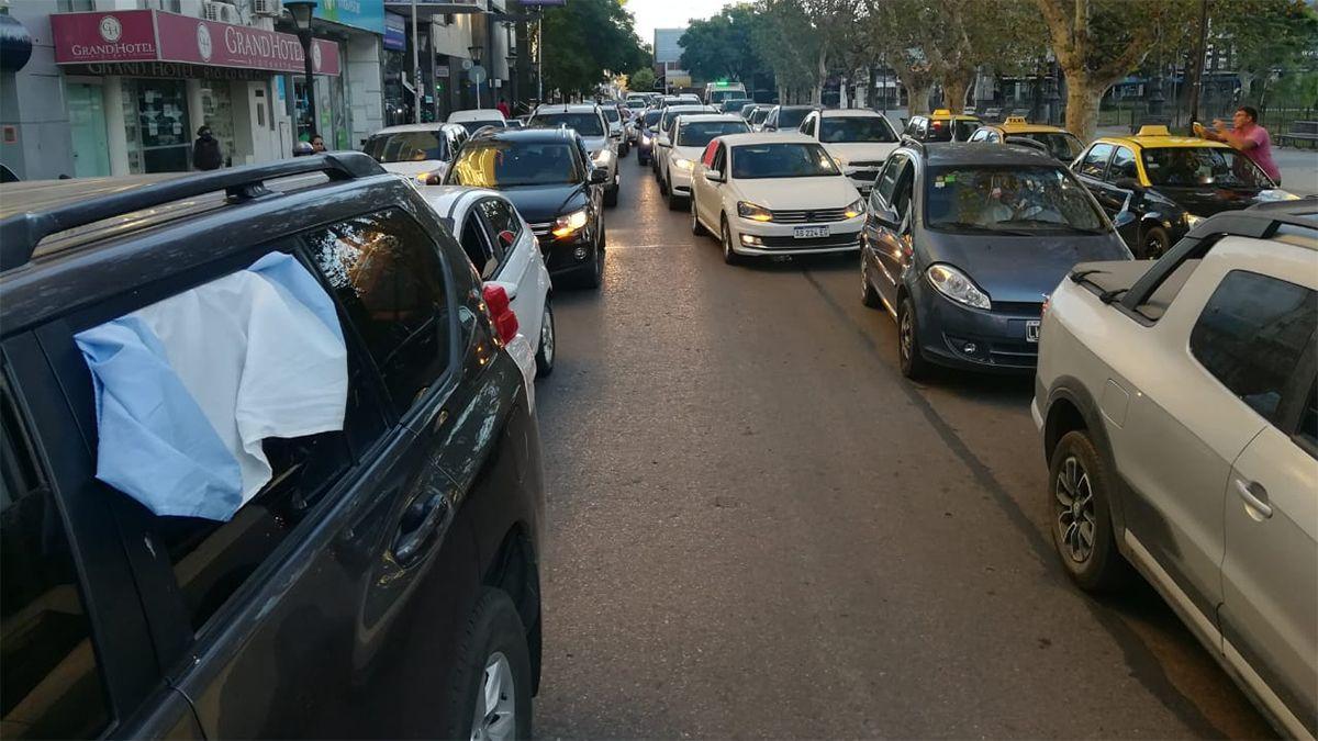 Multitudinaria caravana de médicos en las calles de Río Cuarto.