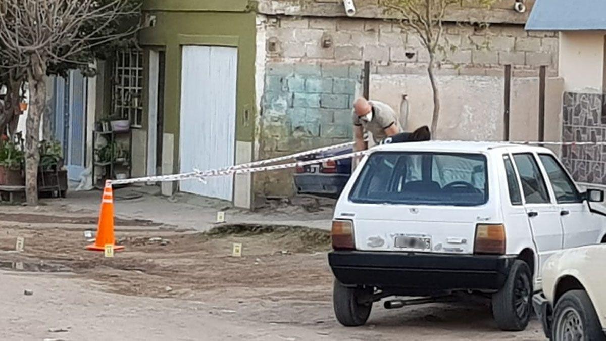 Personal de Policía Judicial y de Investigaciones trabajan en el lugar donde fue baleado Quevedo. (Foto: Matías Tambone)