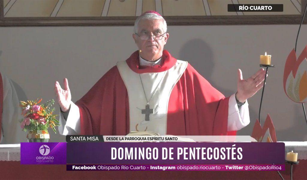 El obispo Uriona oifició la Santa Misa de Pentecostés este domingo.