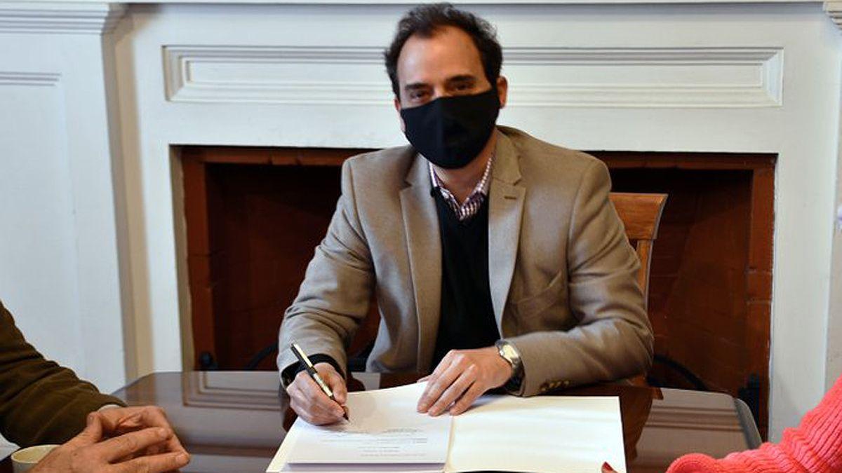 El intendente Llamosas promulgó hoy la ordenanza que establece la nueva fecha para el llamado a elecciones.