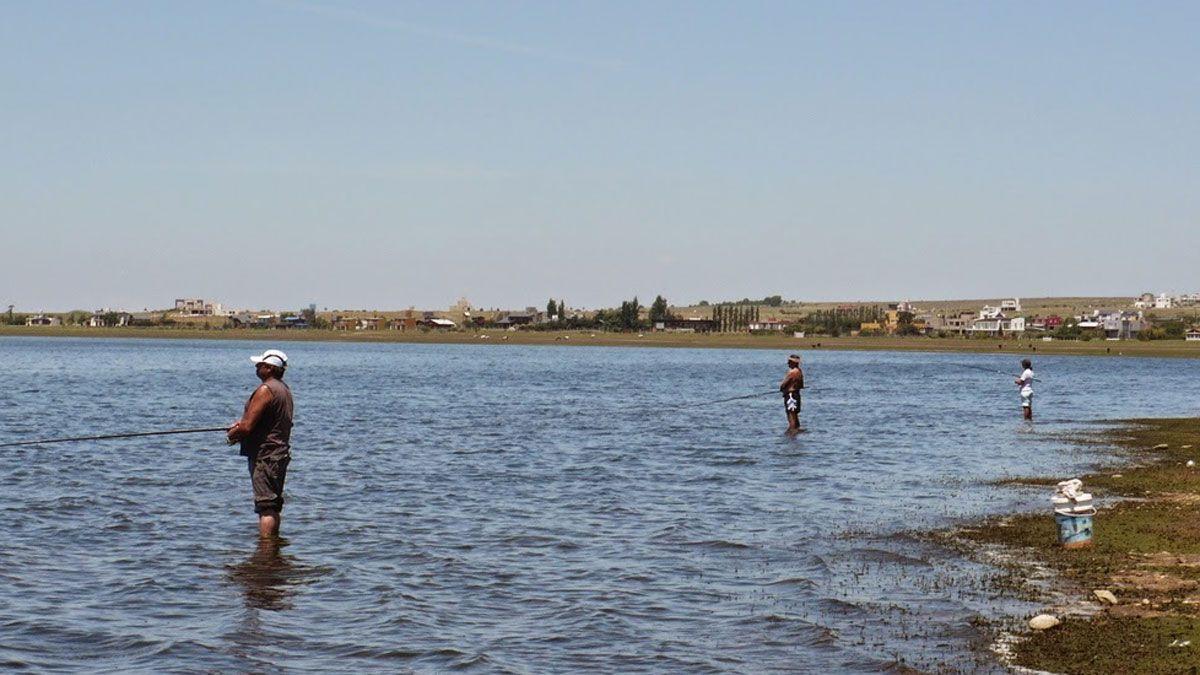 La pesca deportiva en costa es una de las actividades autorizadas