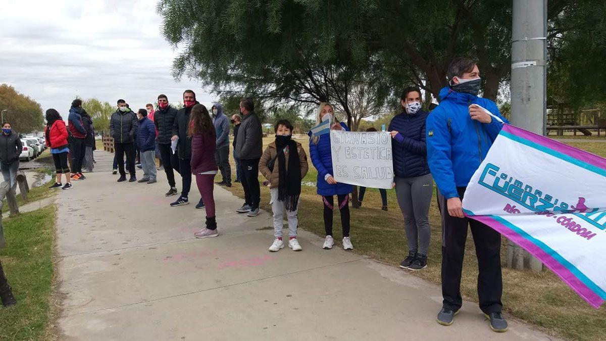 Los gimnasios hicieron una caravana de protesta y se concentraron en el Centro Cívico.Foto: Puntal AM!