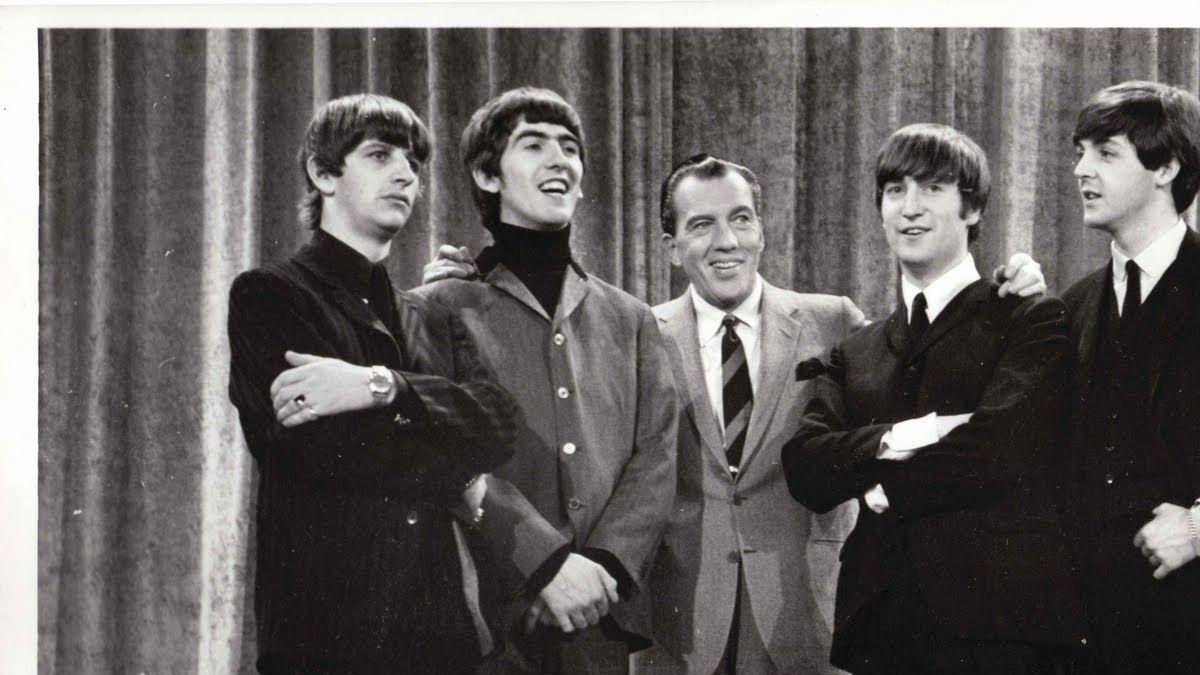 Ed Sullivan y los Beatles.