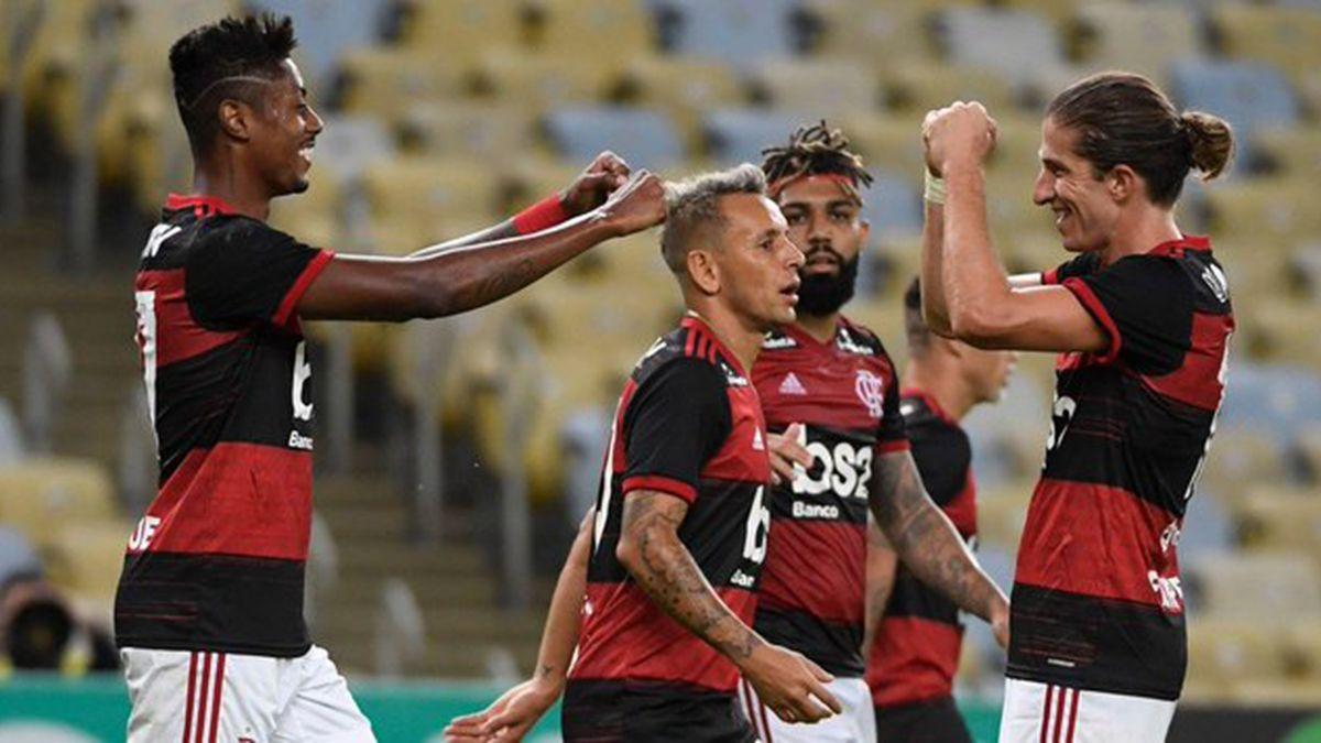 Flamengo goleó en la vuelta del fútbol en Brasil