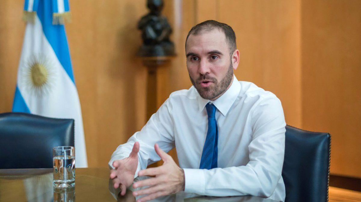 El equipo del ministro Guzmán formalizó la presentación de la nueva oferta a los bonistas.