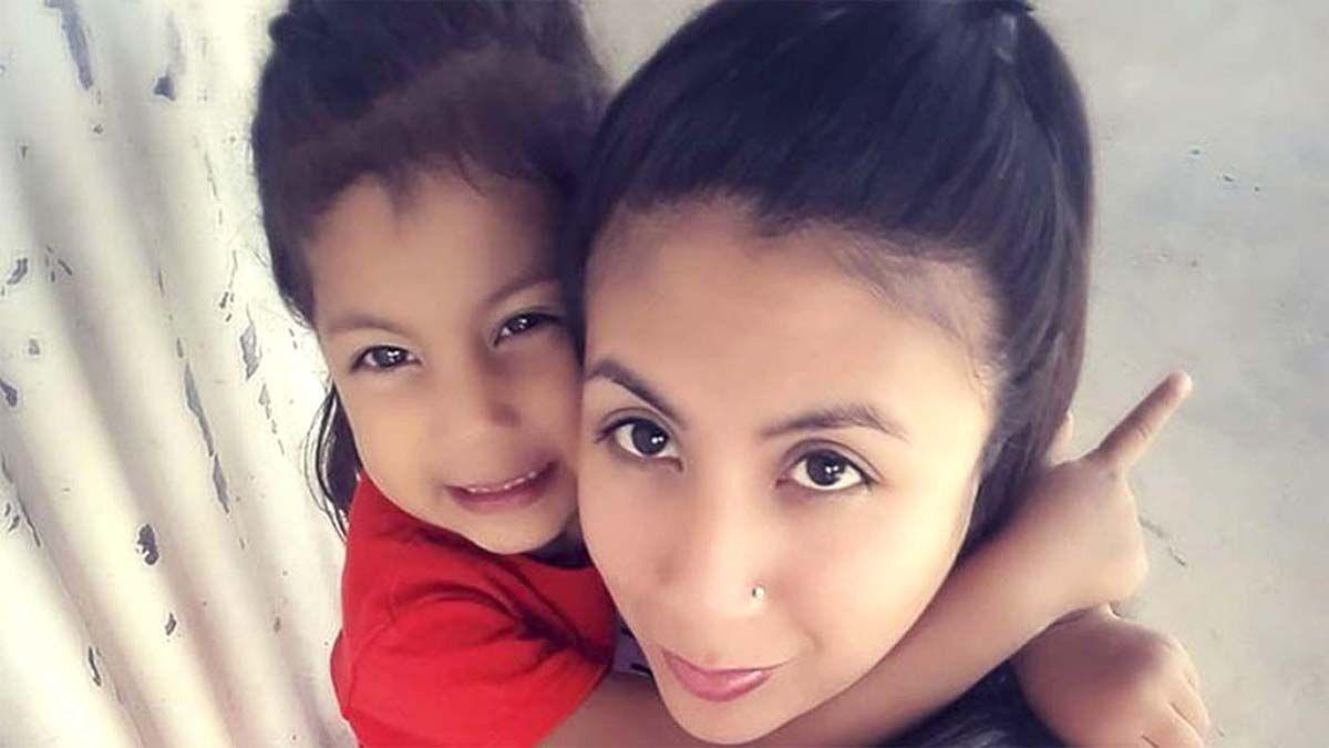 Encuentran asesinadas a una joven y a su hija de 4 años en su casa de Moreno