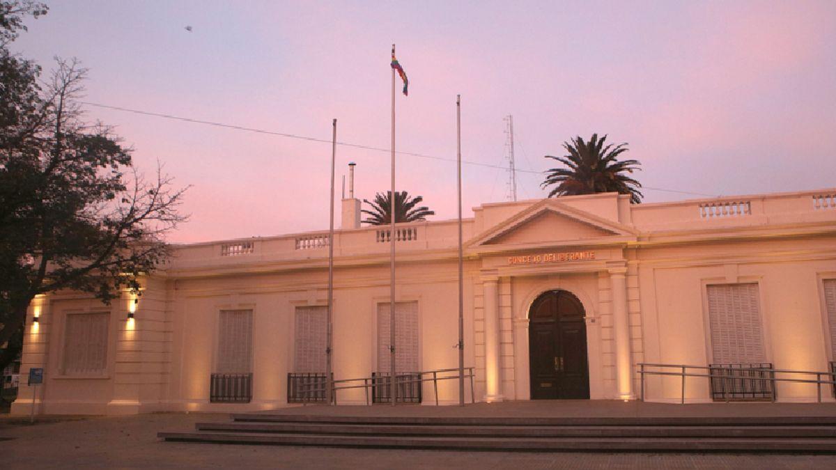 La bandera de la diversidad flameó en el Concejo Deliberante pero no en el Palacio de Mójica.
