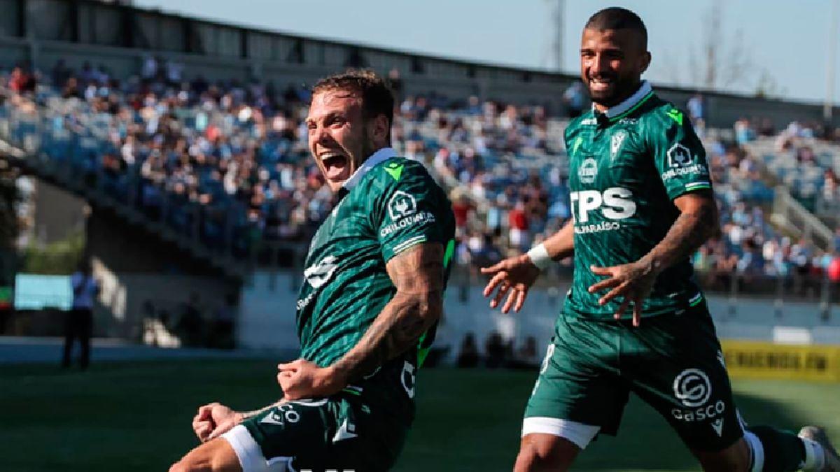 Carlos Rodolfo Rotondi en el festejo de su primer gol con la camiseta de Santiago Wanderers. Fue en el partido ante OHiggins.