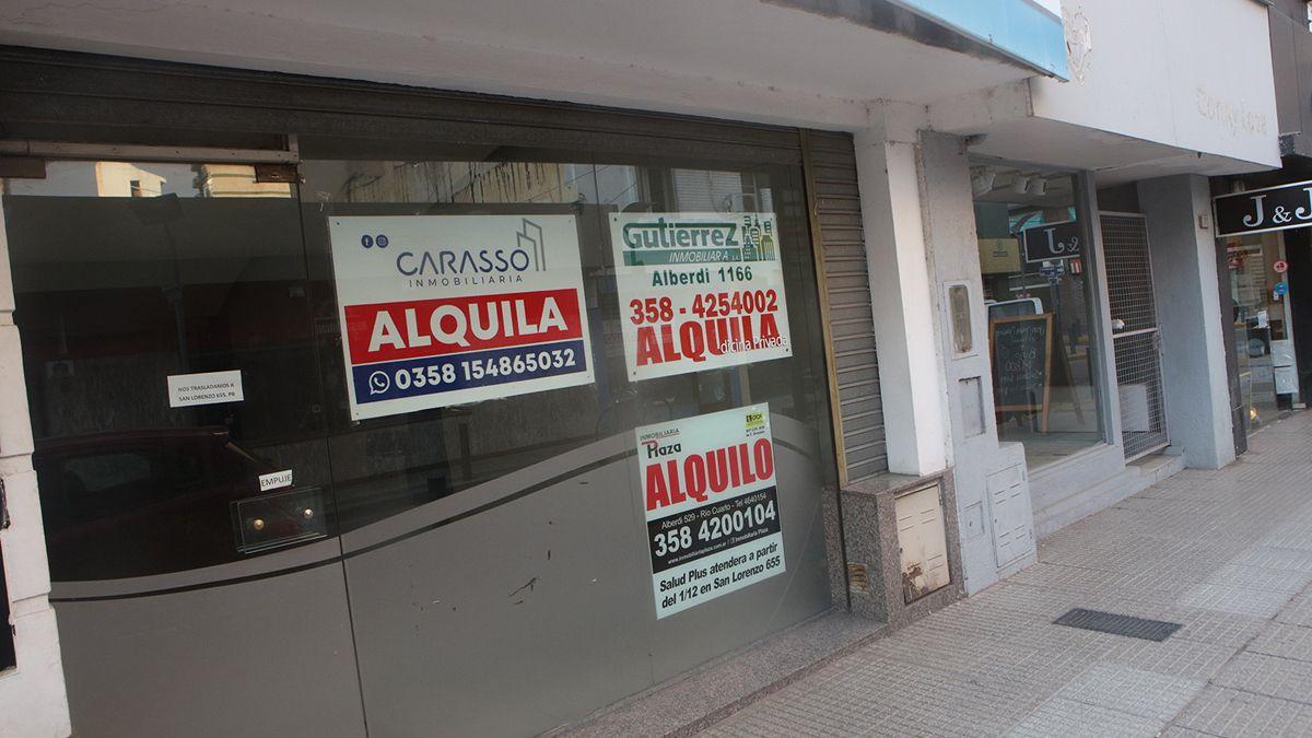Rivadavia al 100: uno de los locales que se ofrecen en alquiler.