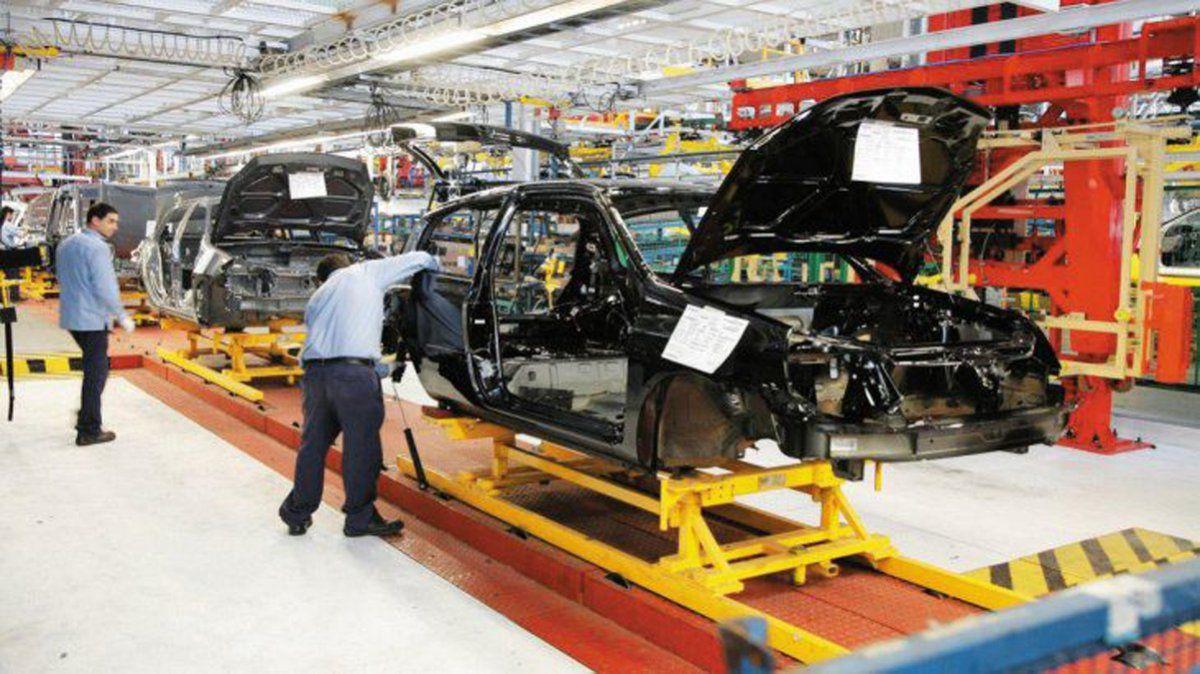 La producción automotriz se desplomó 34,5 por ciento en junio