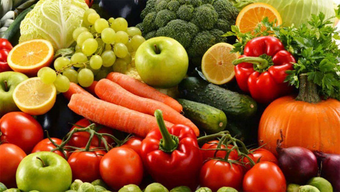 Vedette sobrevive a la pandemia vendiendo frutas y verduras