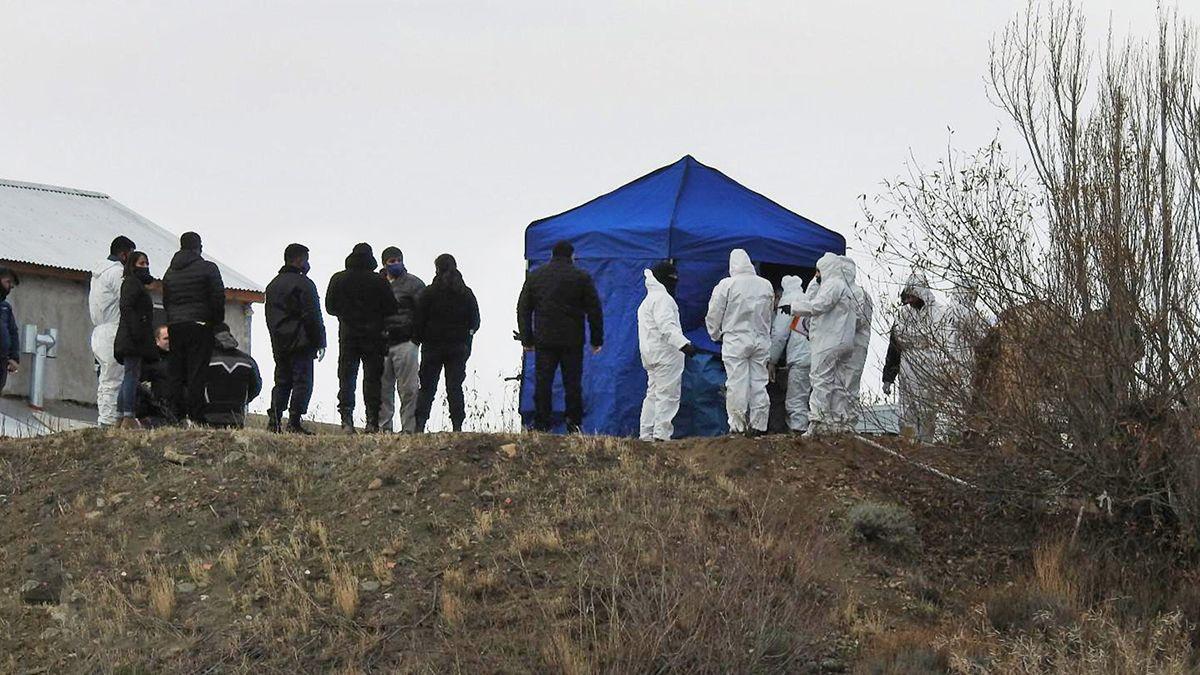 Policia cientifica trabaja en el barrio Aeropuerto Viejo donde fue encontrado el cuerpo del ex secretario de Cristina Kirchner