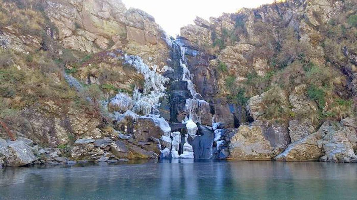 La cascada El Salto del Tigre se congeló el pasado viernes. (Foto: Sergio Aguirre-para Calamuchita En Línea)