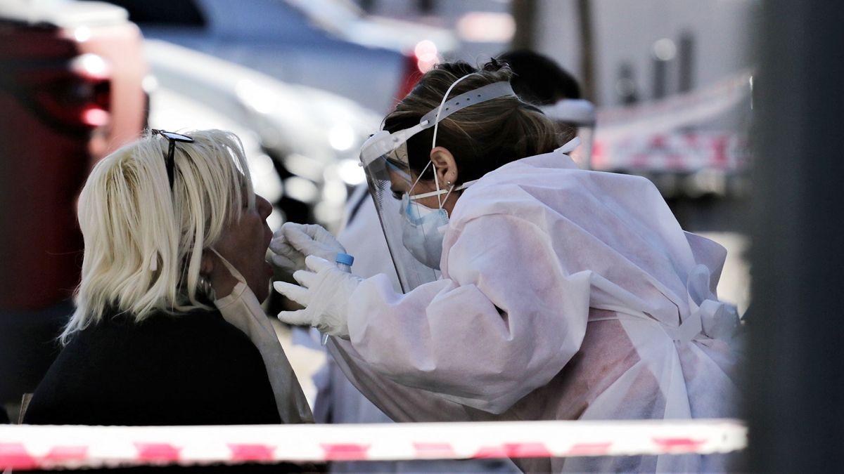 Realizan 300 hisopados en una clínica privada de Córdoba tras los contagios de tres médicos.