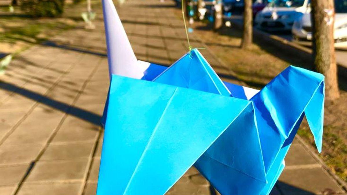 Las grullas fueron confeccionadas con las técnicas del origami.
