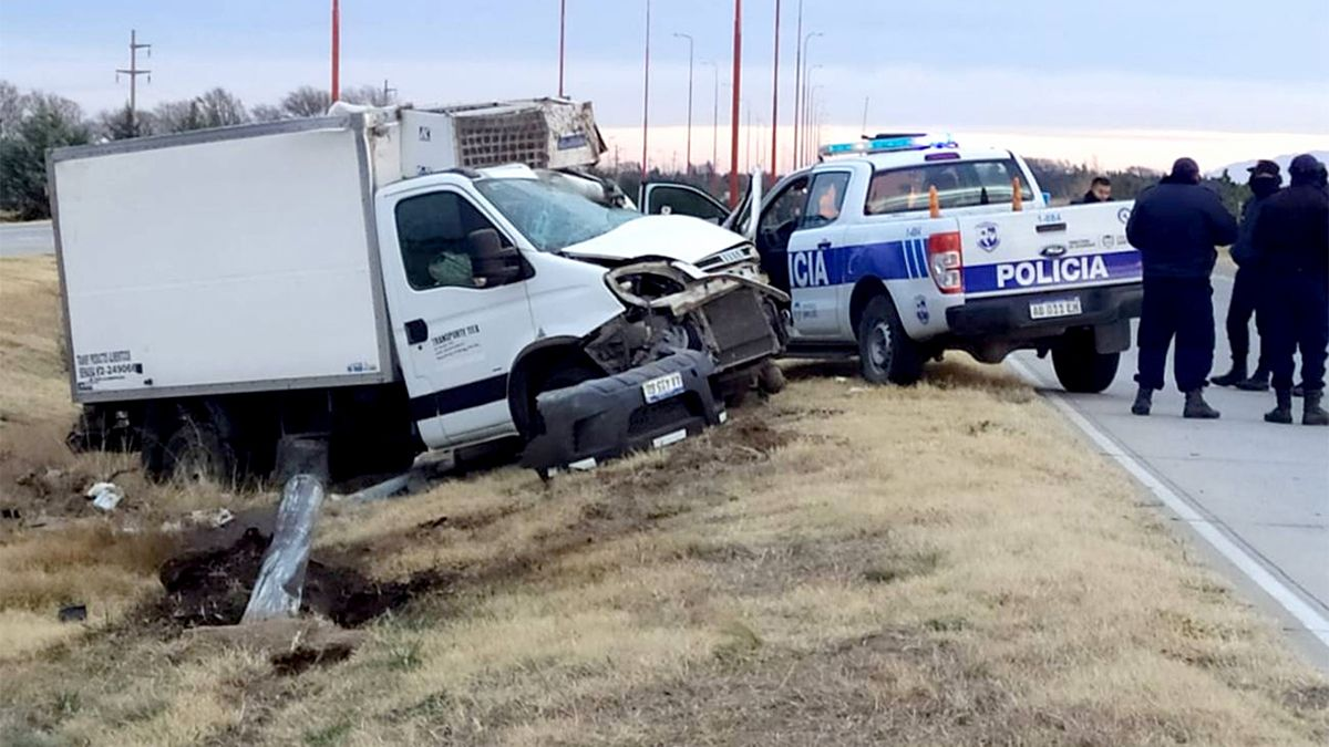 El conductor del furgón térmico falleció en el lugar del accidente.