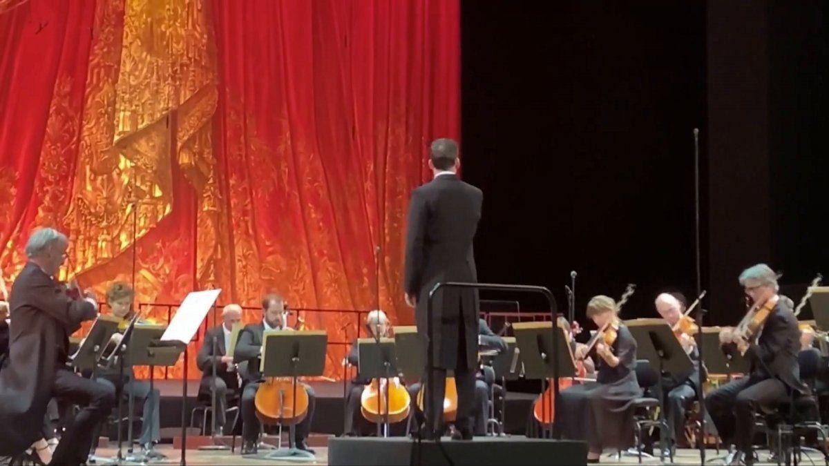 La Opera de París reabrió con un concierto homenaje.