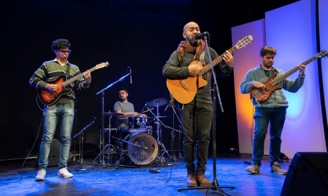 Carlos Tapia durante su presentación en el Teatrino.