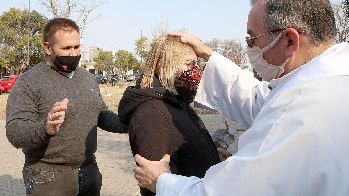 Los fieles visitaron el templo de San Cayetano a pesar de las restricciones.