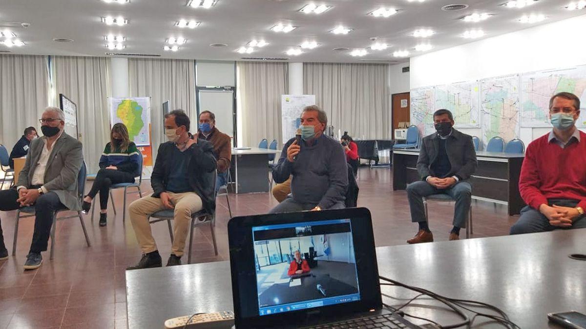 El gobernador encabeza un acto por videoconferencia por obras en Río Cuarto. (Foto: Puntal AM!)