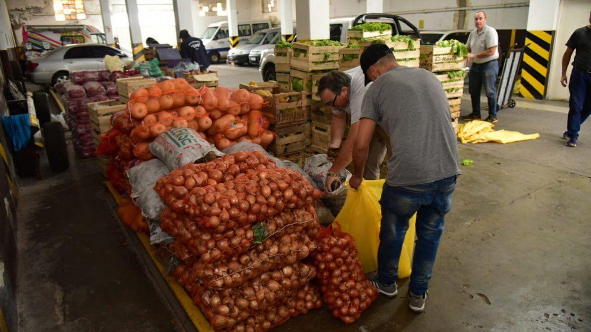 Se armaron 200 bolsones con los alimentos donados por el Mercado de Abasto.