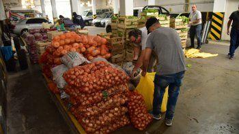 Municipio distribuye bolsones de frutas y verduras
