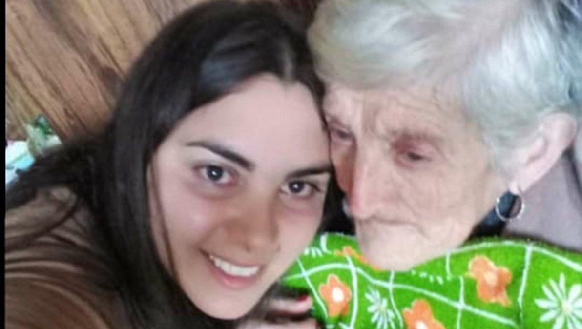 Nieta y abuela. Julieta Moreno junto a Norma Fernández.