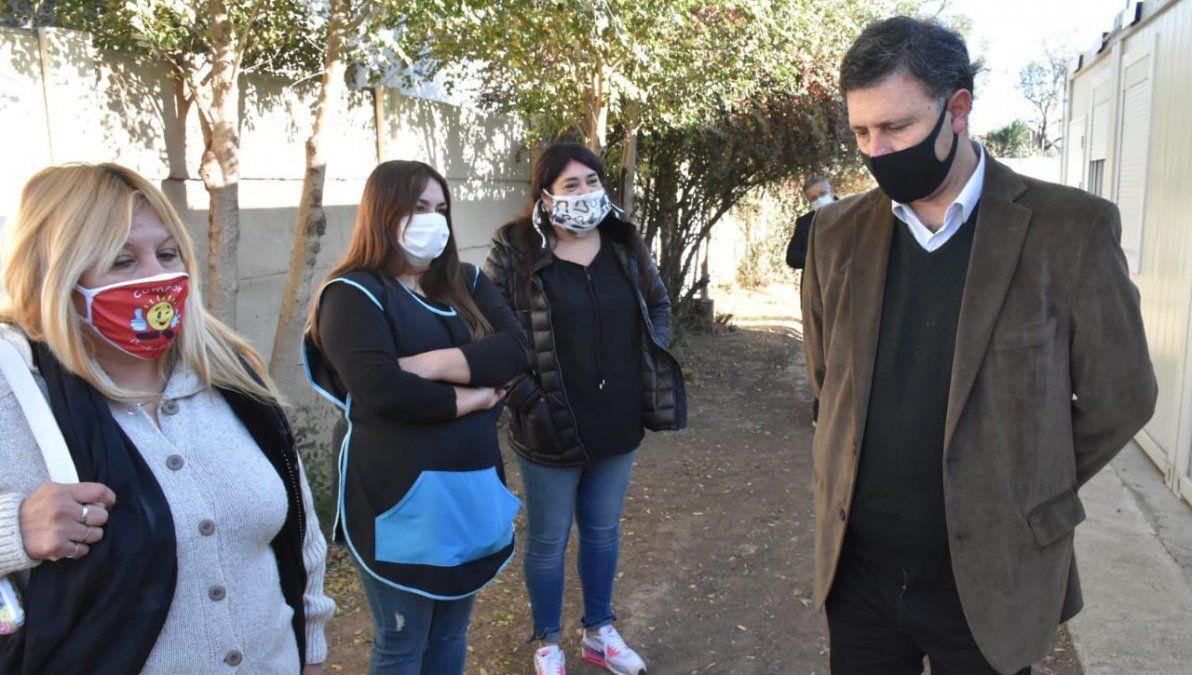 Rosso recorrió el espacio junto con funcionarios municipales y representantes del centro vecinal y el jardín maternal.