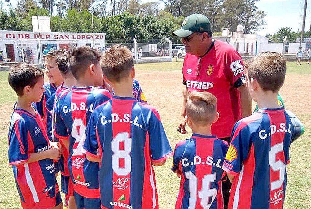 El educador en acción. Luis Chavarría disfruta especialmente de la formación de jugadores.