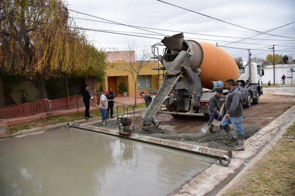 Avanza la pavimentación en barrio Mariano Moreno