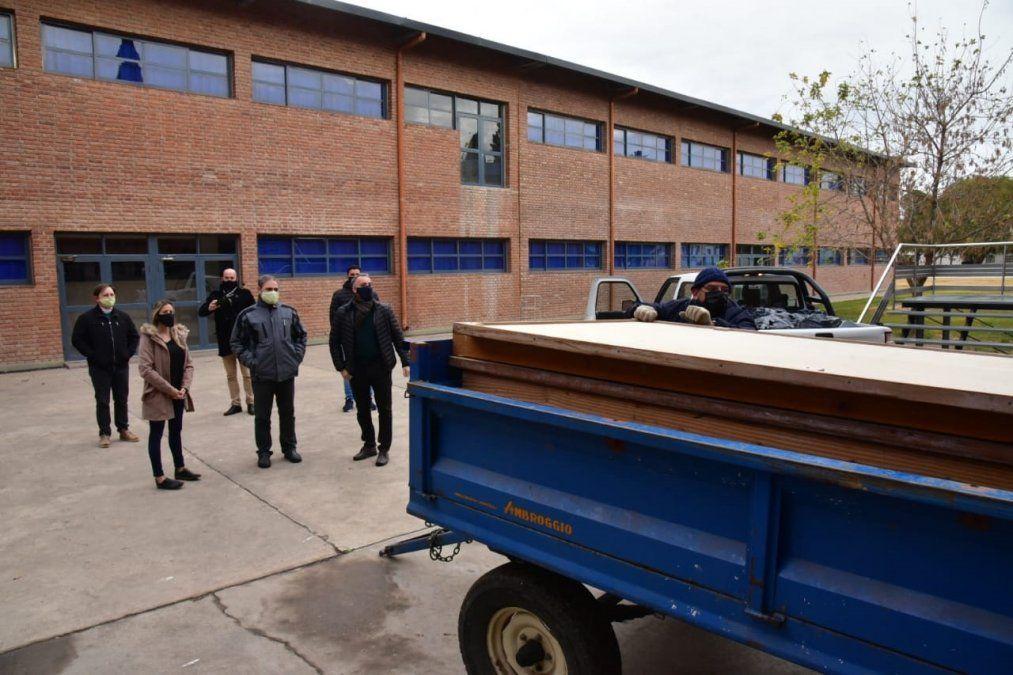 El Grupo Educativo Trinitario donó casi una quincena de pizarrones