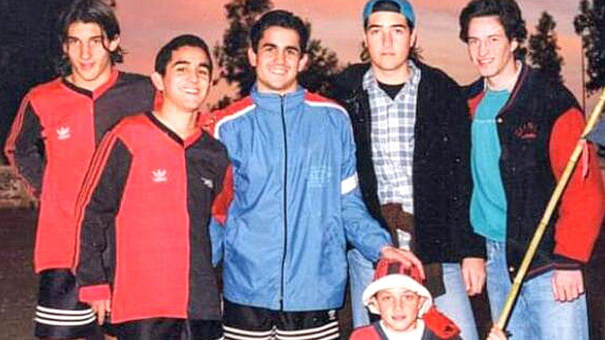 Una postal del festejo del título obtenido en Colón en 1997 junto con su hermano Gonzalo.
