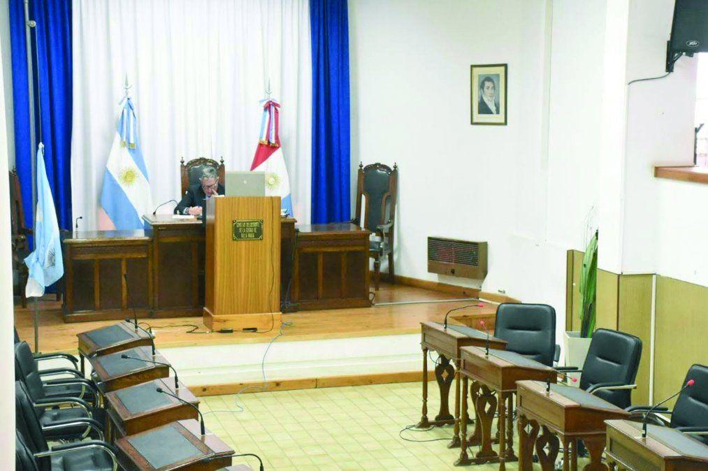 Con el oficialismo en contra, la oposición y el accastellismo suspendieron la OIM